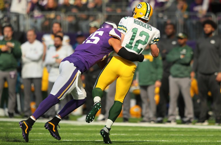 Packers quarterback Aaron Rodgers injured with a broken collarbone. (Adam Bettcher/Getty Images)