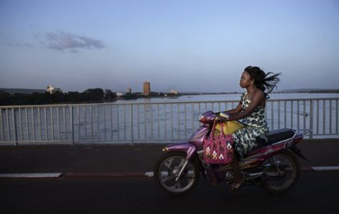 """The Women's War in Mali"" art gallery exhibit empowers women"