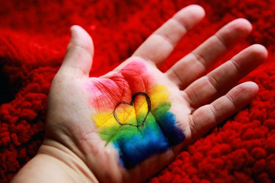 A+hand+reveals+its+owner%27s+%22rainbow+love.%22%28Photo%2FSharon+McCutcheon%2FUnsplash%29