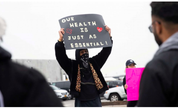 Workers protest for Amazon to increase the health and safety conditions of warehouses during the COVID-19 crisis. (Photo/Jeenah Moon)