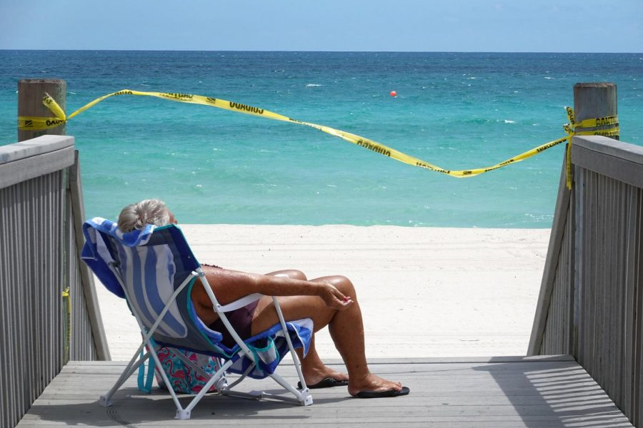 Sunbathers+have+begun+entering+closed+Florida+beaches%2C+risking+the+safety+of+many.+