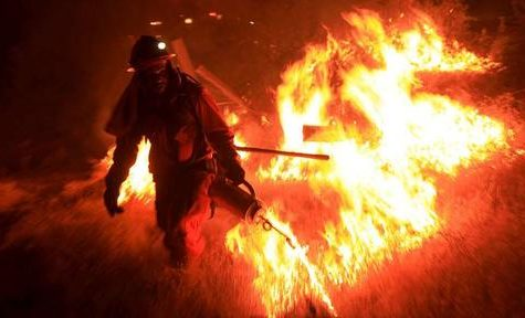 California has been using people in prisons and jails to fight its wildfires for years, but the pandemic has led to some policy change. (Photo/News Break)